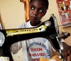 Kvinde på UNFPA Fistula rehabiliteringscenter i Liberia